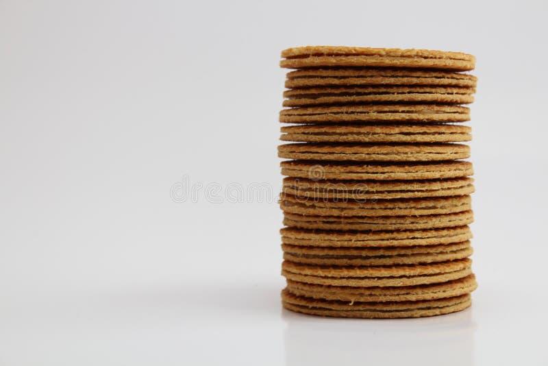 Pila de jarabe holandés Waffels (Stroopwafels) en el fondo blanco fotografía de archivo libre de regalías