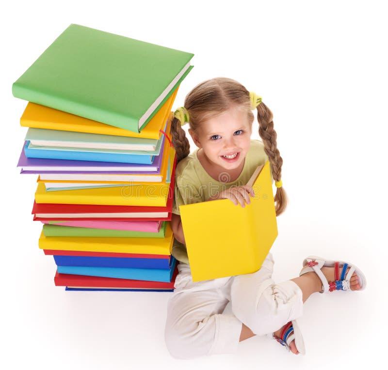 Pila de la lectura del niño de libros. foto de archivo libre de regalías