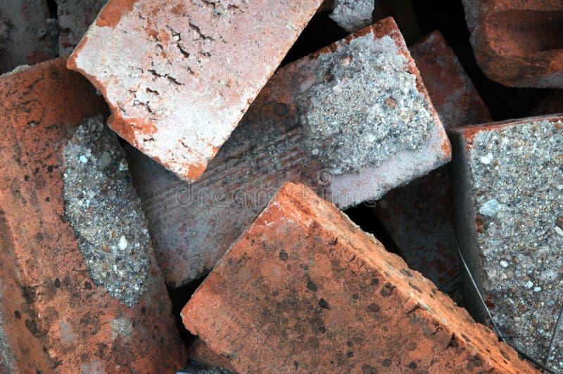 Pila de ladrillos rojos viejos imagen de archivo libre de regalías