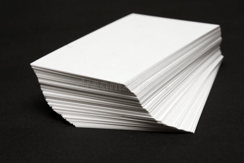 Pila de las tarjetas blancas imagen de archivo