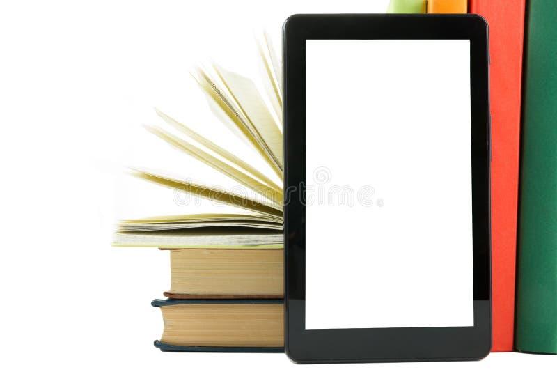 Pila de libros coloridos y del programa de lectura electrónico del libro Concepto electrónico de la biblioteca De nuevo a escuela imagenes de archivo