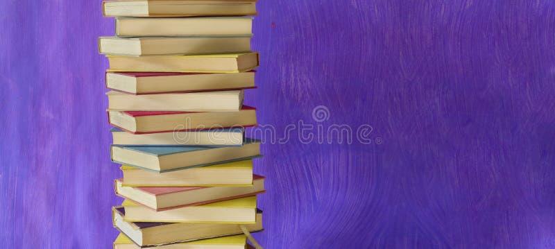 Pila de libros de la vendimia imagenes de archivo