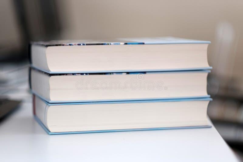 Pila de libros en un vector foto de archivo libre de regalías