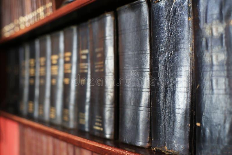 Pila de libros viejos foto de archivo libre de regalías