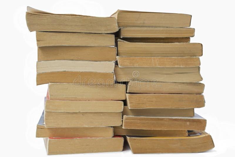 Pila de libros viejos aislados imagen de archivo libre de regalías