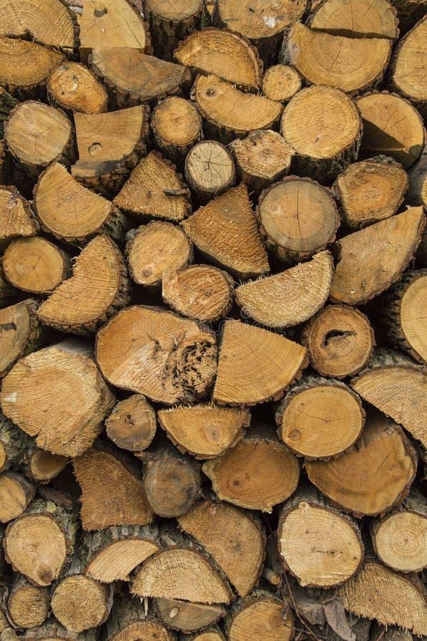 Pila de madera preparada para el combustible imagenes de archivo