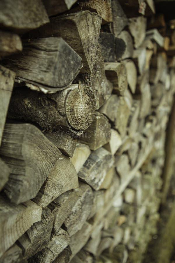 Pila de madera preparada para el combustible imágenes de archivo libres de regalías