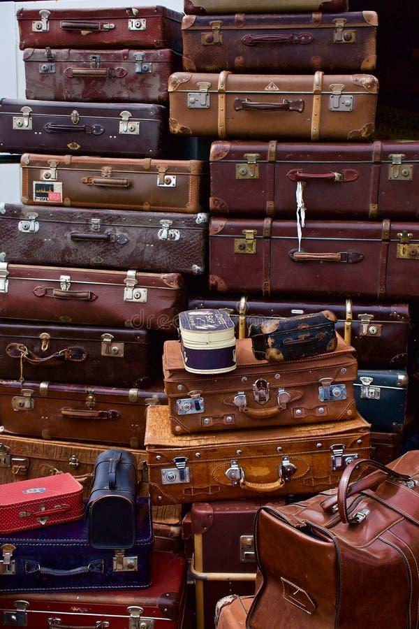 Pila de maleta vieja fotografía de archivo