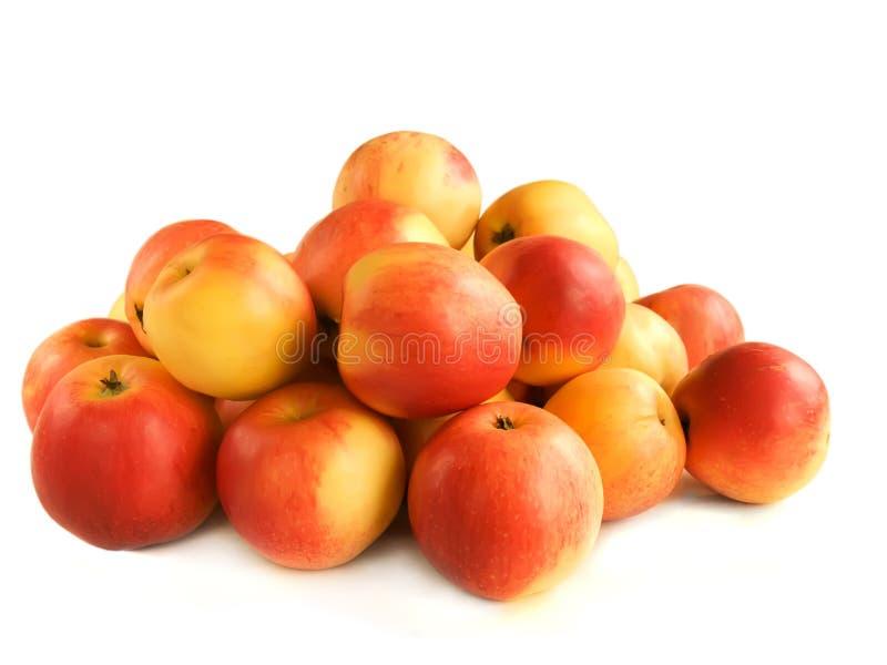 Pila de manzanas fotos de archivo