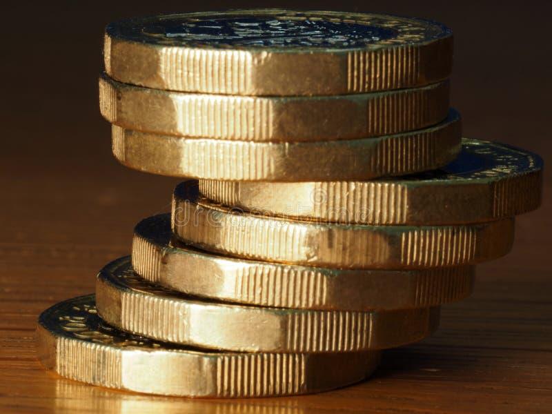 Pila de monedas de libra brit?nica fotografía de archivo