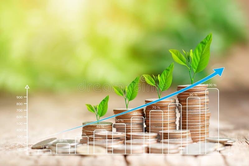 Pila de monedas y de gráfico cada vez mayor para el concepto de las finanzas del negocio imagenes de archivo