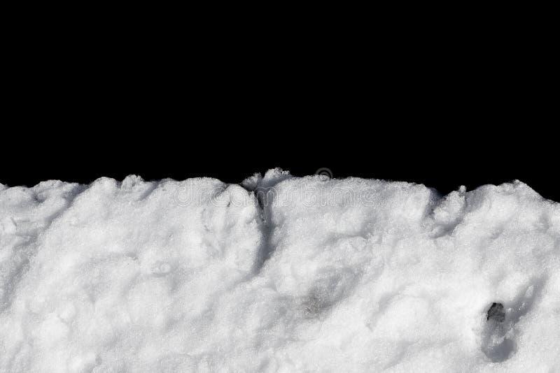Pila de nieve aislada en negro fotografía de archivo