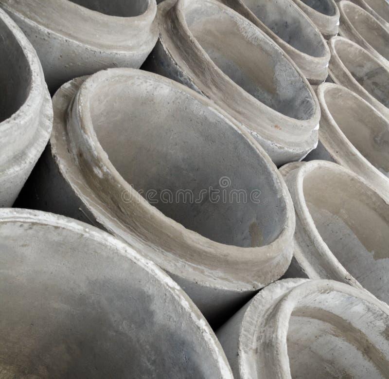 Pila de nuevos tubos concretos imagenes de archivo