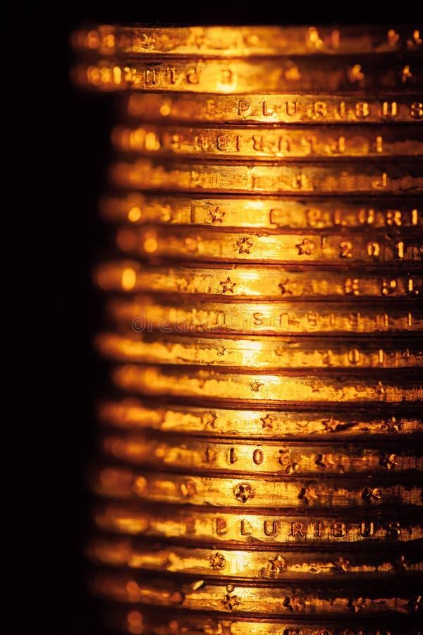 Pila de oro de las monedas del dólar imágenes de archivo libres de regalías