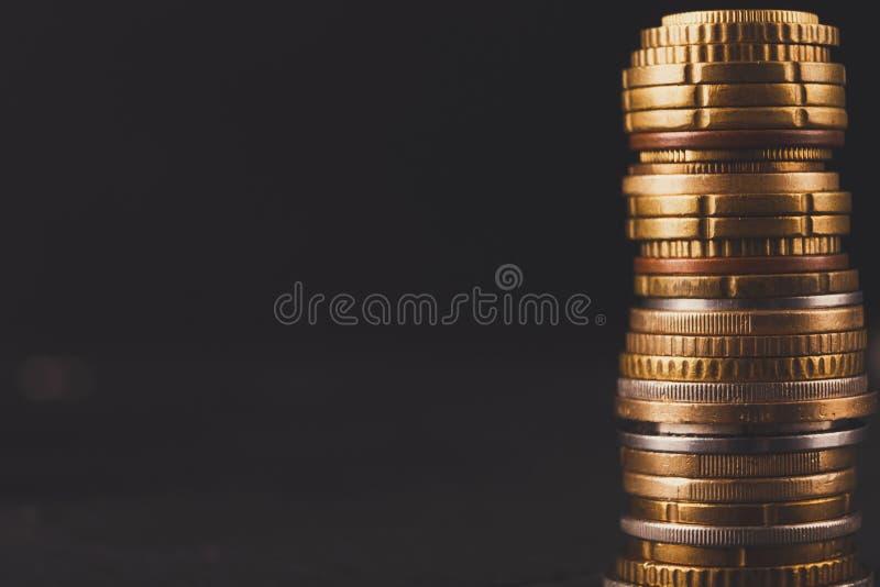 Pila de oro de la moneda, fondo rico del dinero imagen de archivo