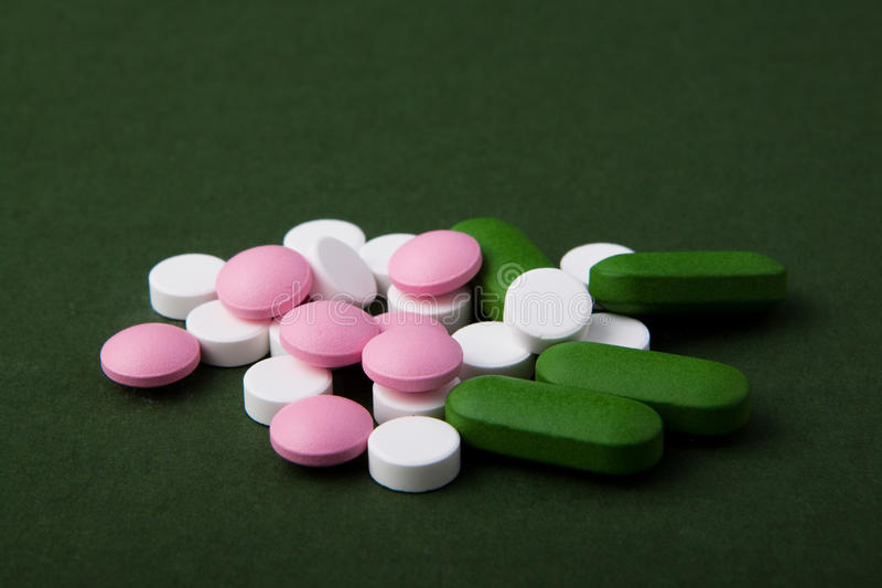 Download Pila de píldoras verdes foto de archivo. Imagen de peligroso - 41909288