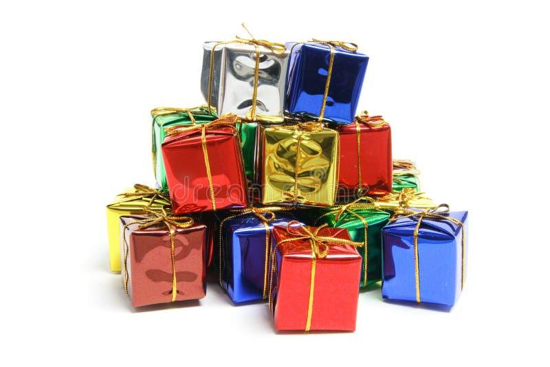 Pila de paquetes del regalo fotos de archivo