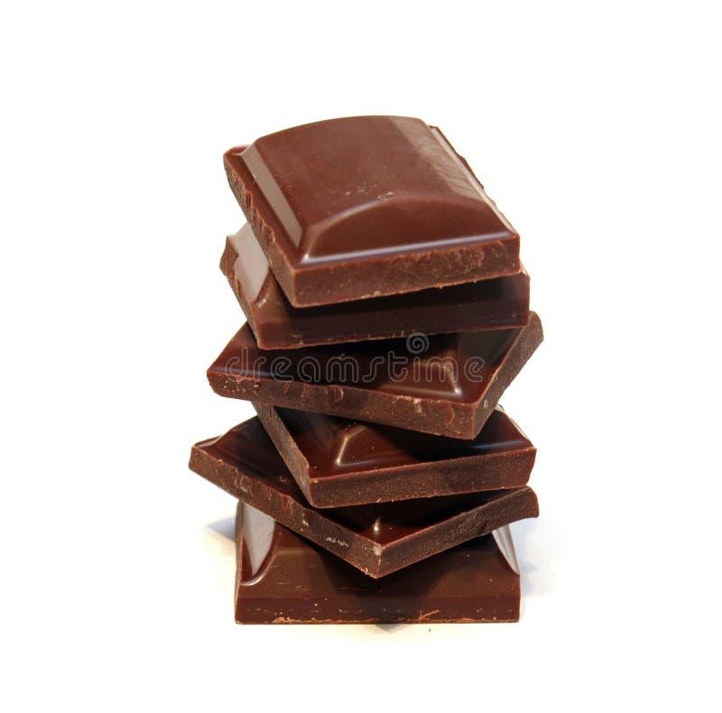 Pila de pedazos oscuros del chocolate fotografía de archivo