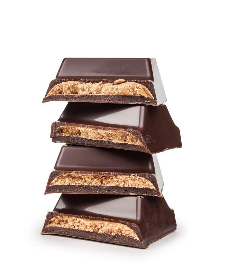 Pila de pedazos oscuros del chocolate con el relleno imagen de archivo libre de regalías