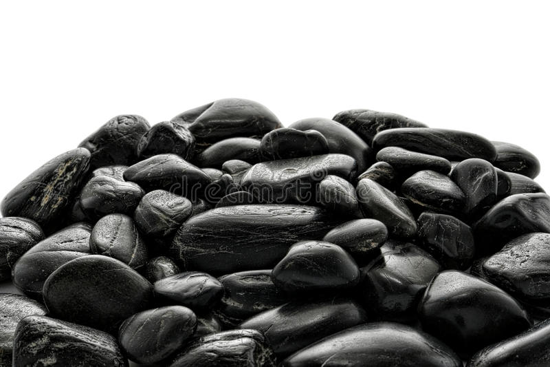 Pila de piedras pulidas negras del río imagen de archivo