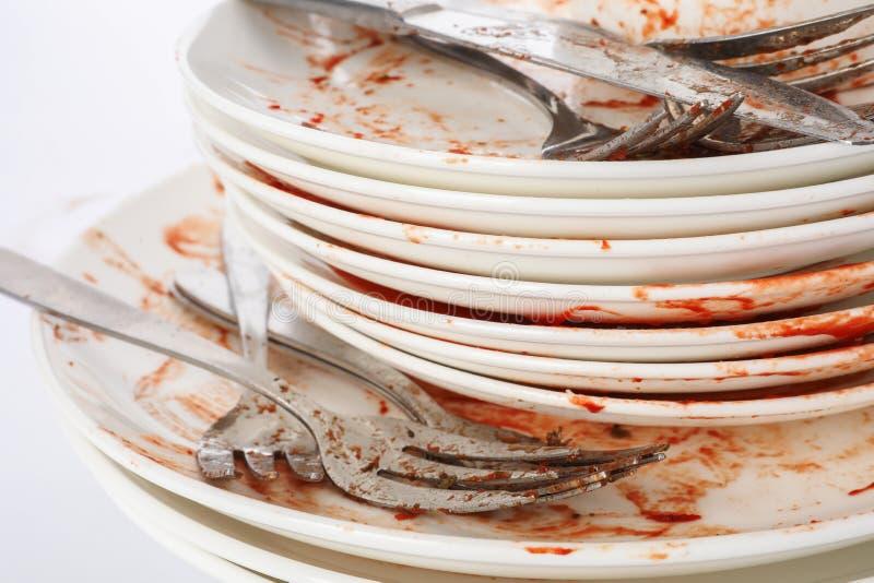 Pila de platos y de cubiertos sucios fotografía de archivo libre de regalías