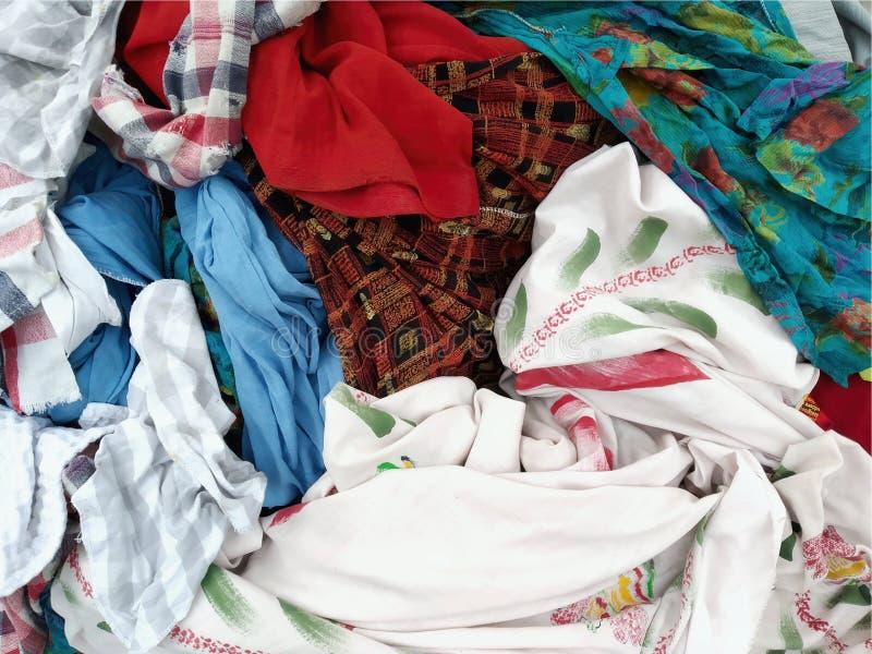 Pila de ropa sucia Ropa industrial sucia en una pila fotografía de archivo libre de regalías