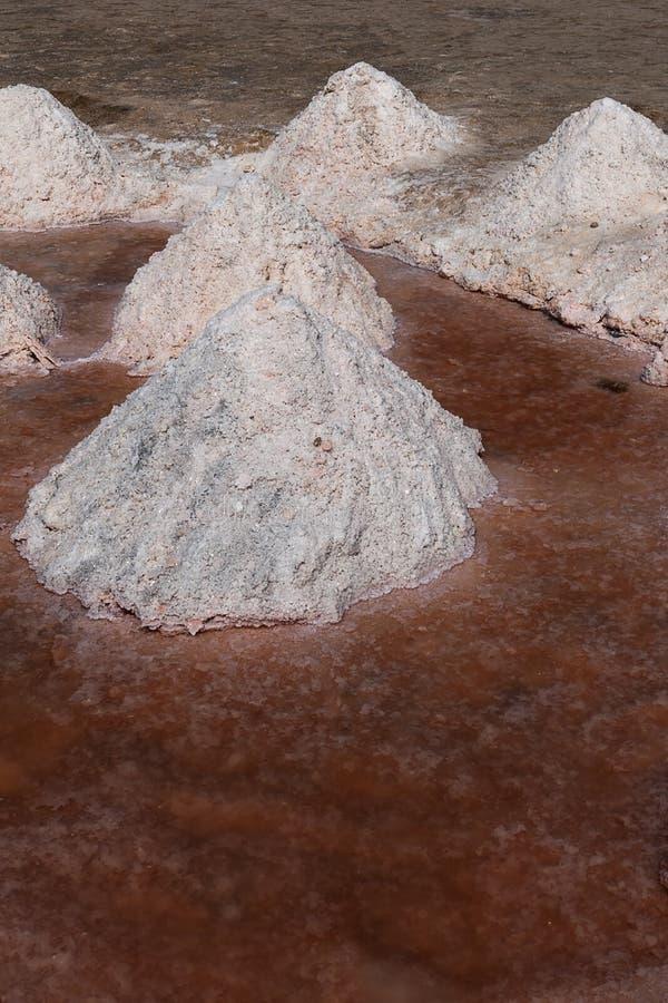 Pila de sal de tabla a la producción natural imagen de archivo libre de regalías