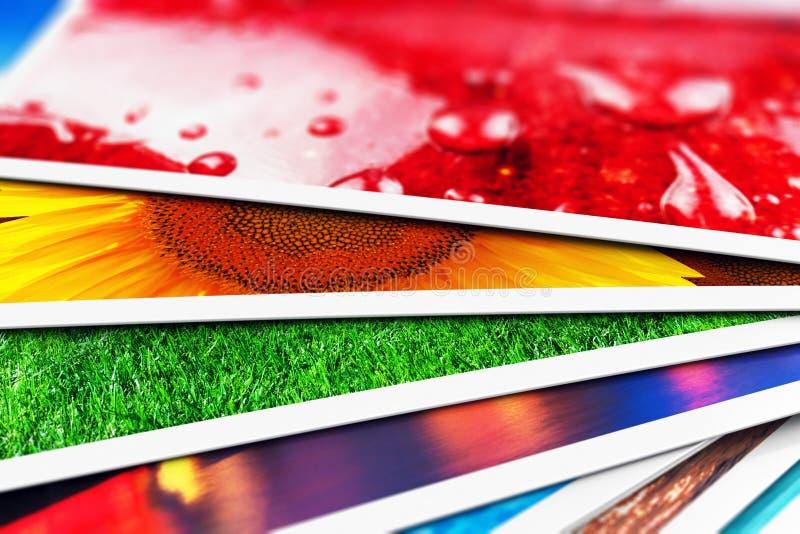 Pila de tarjetas de la foto libre illustration