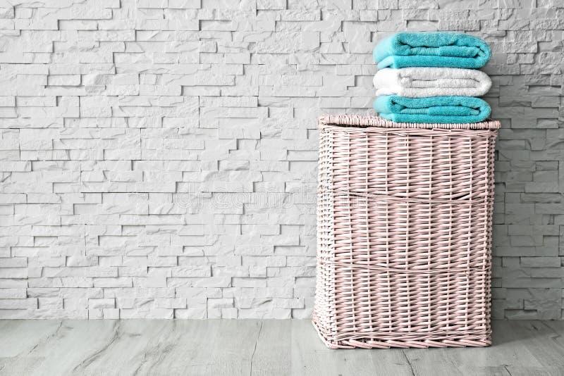 Pila de toallas limpias foto de archivo libre de regalías