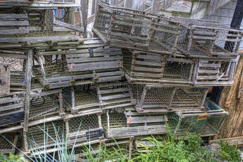Pila de trampas de madera de la langosta en Maine imagen de archivo libre de regalías