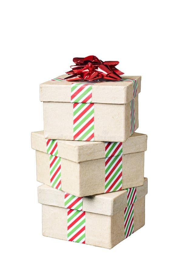 Pila de tres regalos de vacaciones aislados en blanco Cinta rayada a imagen de archivo libre de regalías