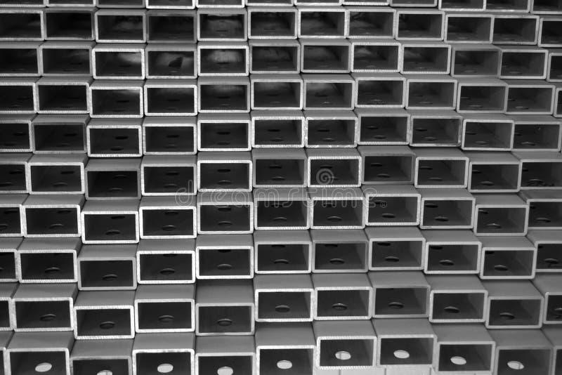 Pila de tubo de aluminio cuadrado fotos de archivo
