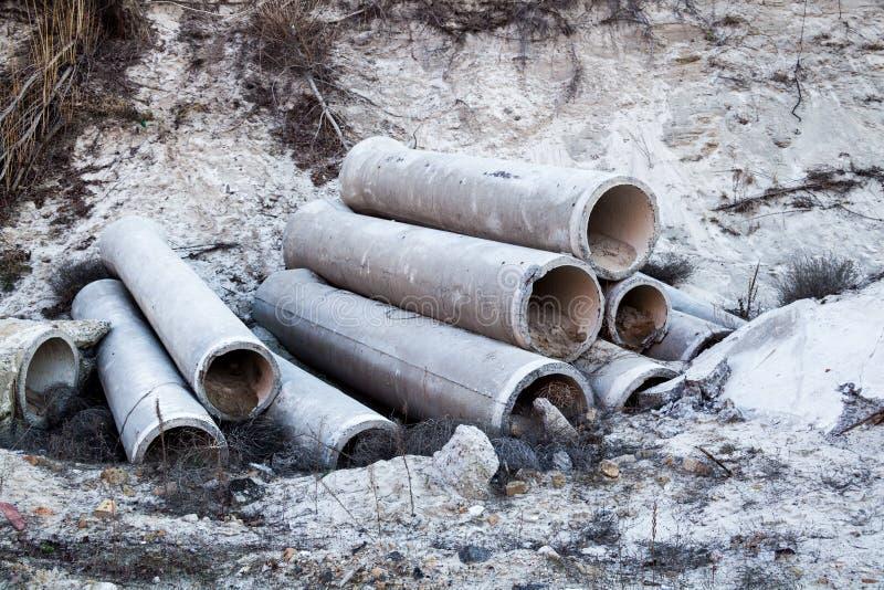 Pila de tubos concretos foto de archivo