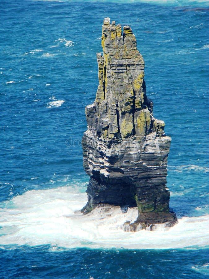 Pila del mare di Branaunmore alle scogliere di Moher Irlanda fotografie stock