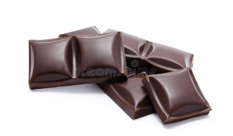 Pila delle barre di cioccolato fondente con le briciole fotografia stock libera da diritti