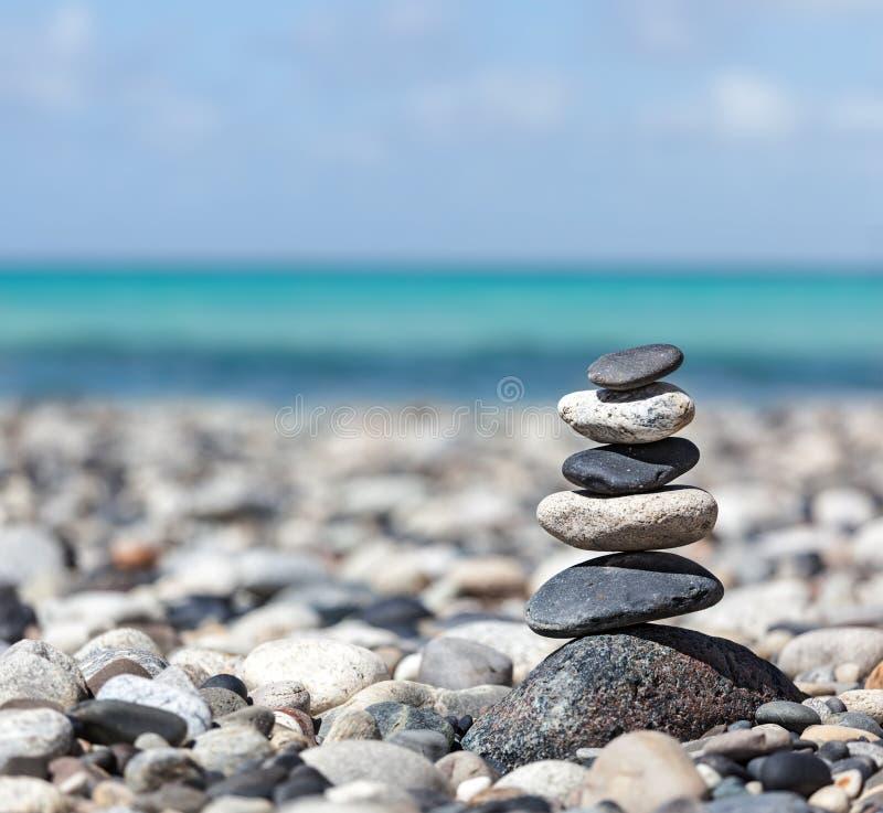 Pila delle pietre equilibrata zen fotografie stock libere da diritti