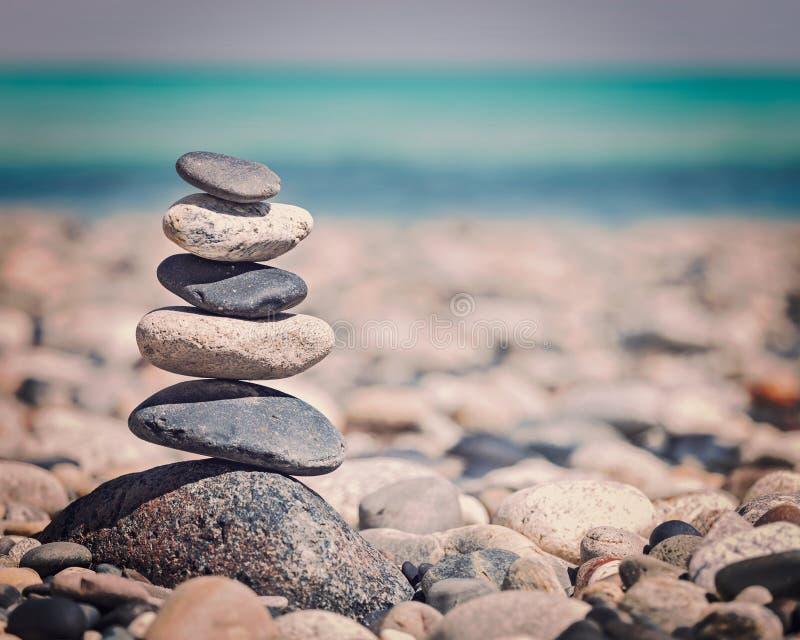 Pila delle pietre equilibrata zen immagini stock