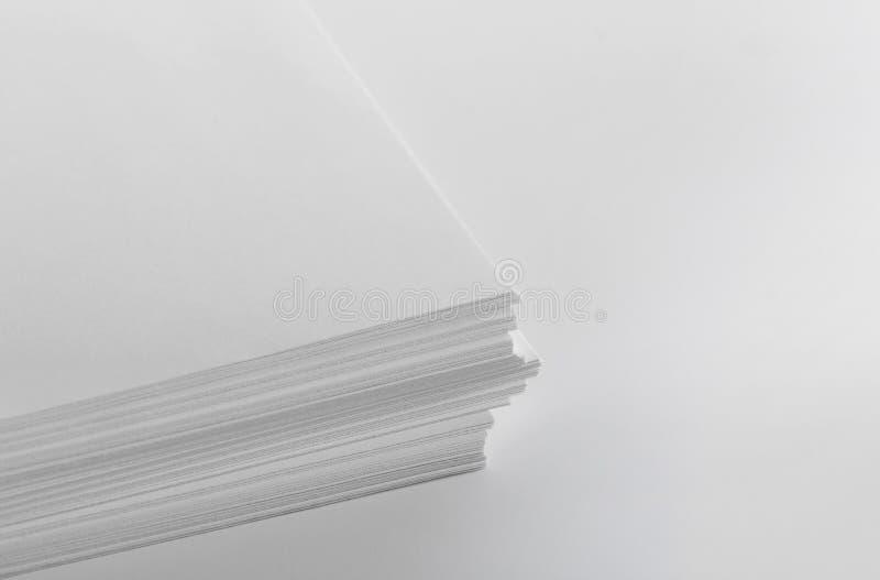 Pila di carta in bianco fotografia stock libera da diritti