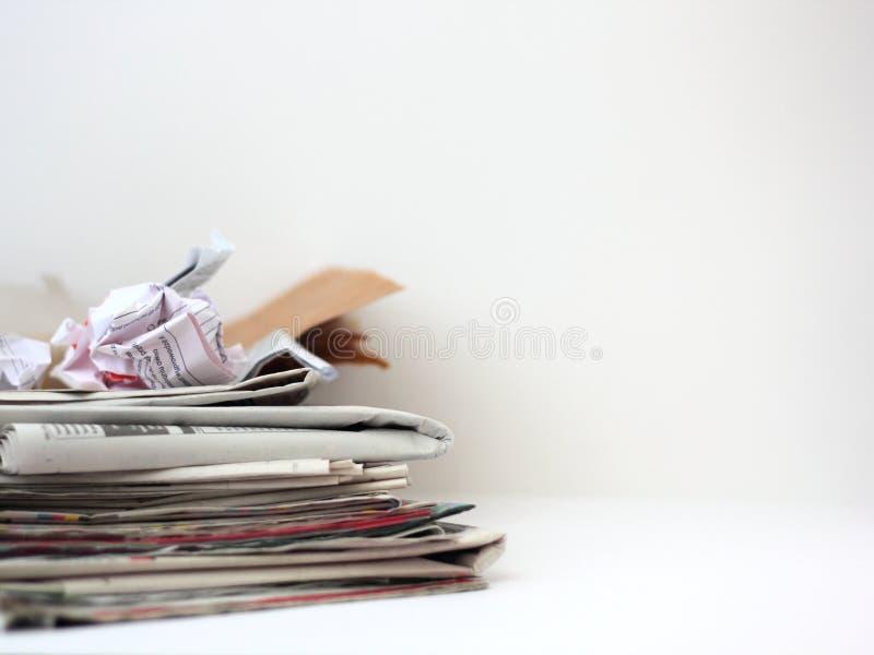 Pila di carta straccia fotografie stock
