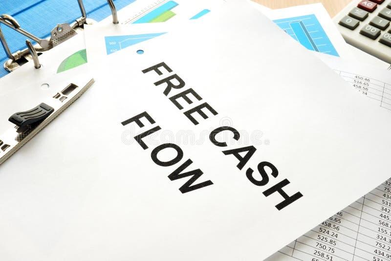 Pila di carte con il flusso di cassa libero FCF di titolo fotografia stock libera da diritti