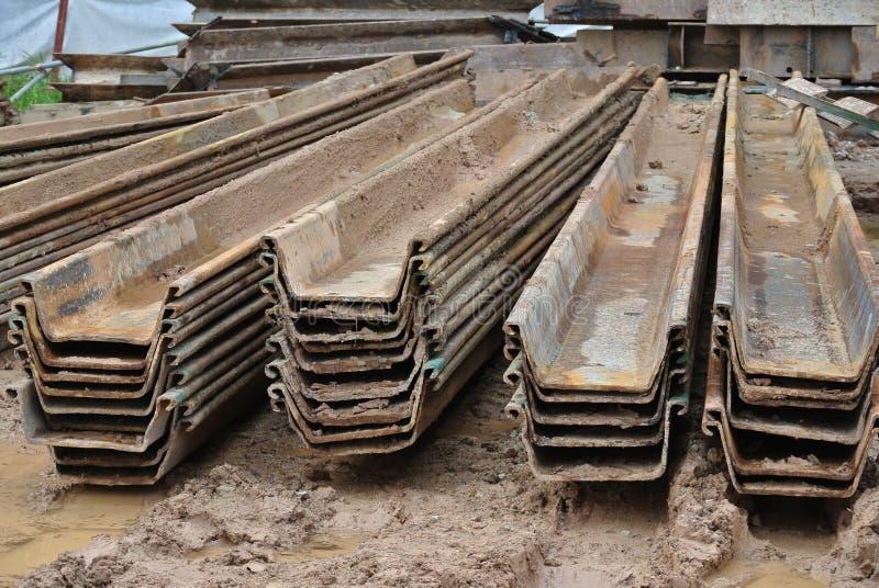 Pila di cassone d'acciaio della palancola del muro di sostegno immagine stock