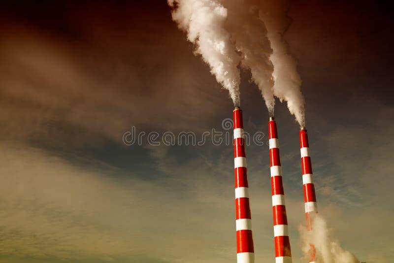 Pila di fumo industriale immagine stock