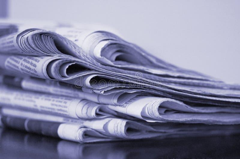 Pila di giornale immagini stock