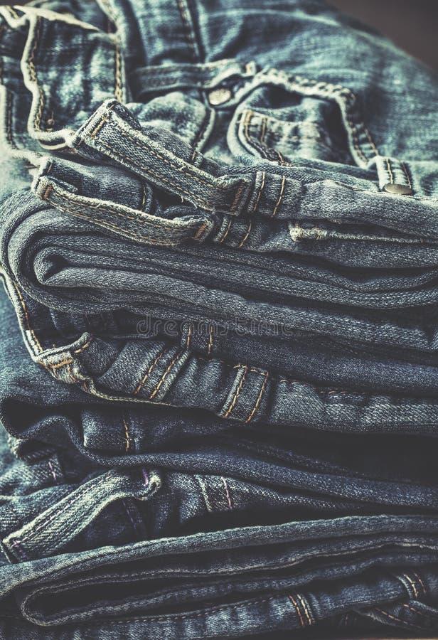 Pila di jeans tonalità immagine stock libera da diritti