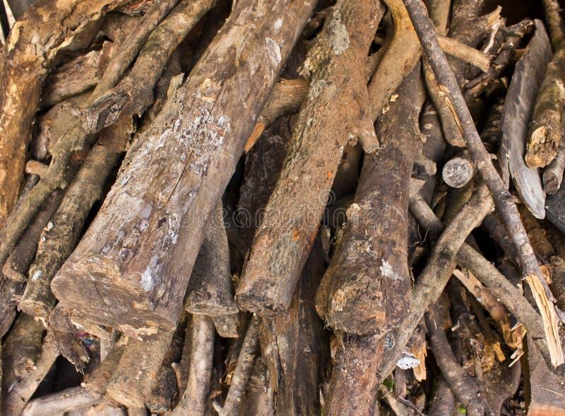 Pila di legna da ardere tagliata. fotografia stock