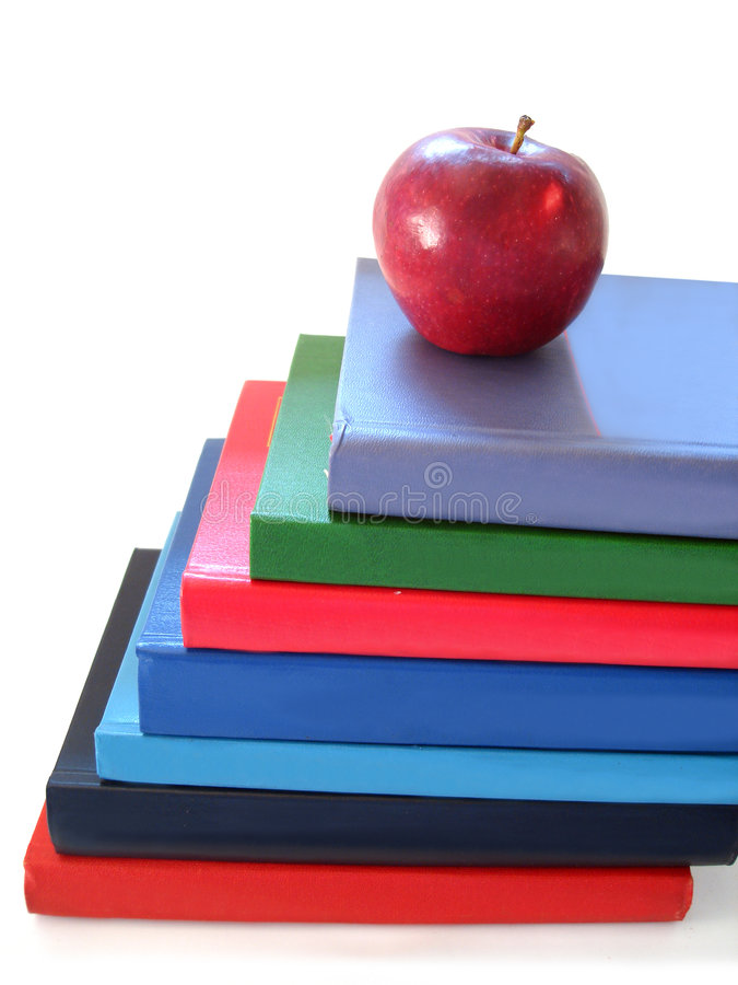 Pila di libri con la mela fotografia stock libera da diritti