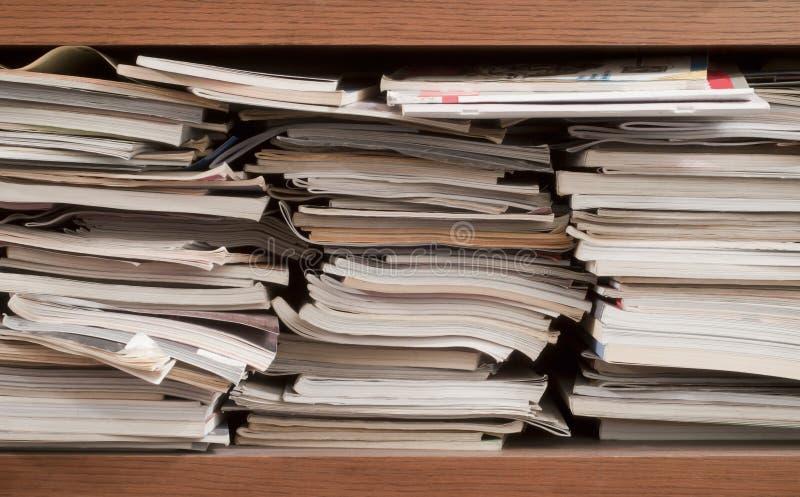 Pila di libri e di scomparti immagine stock