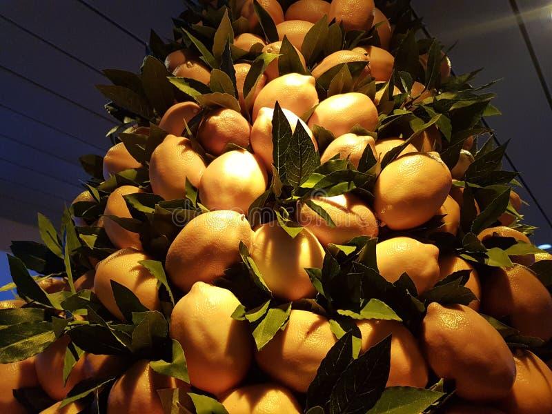 Pila di limoni immagini stock