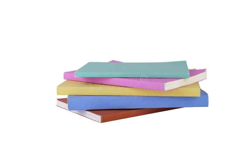Pila di multi libri di colore su fondo bianco isolato Uso del percorso di ritaglio Istruzione e concetto dell'oggetto fotografia stock libera da diritti