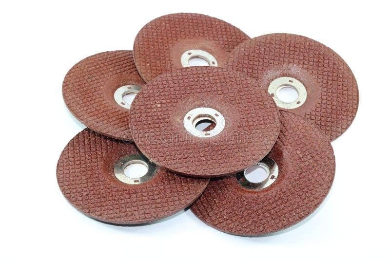 Pila di pietra abrasiva dei dischi per la macinazione del metallo isolata su fondo bianco fotografia stock libera da diritti
